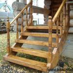 лестница из бруса